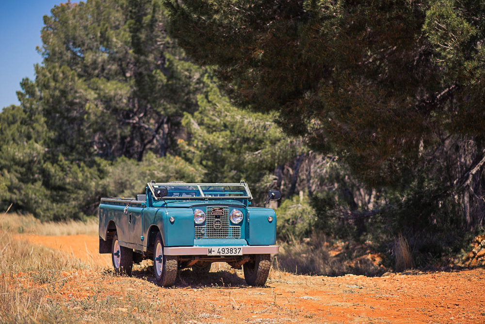landrover_109_right_front_topoff_0.jpg