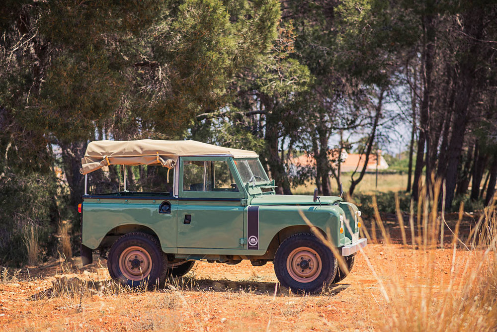 aw_landrover_right_front_1.jpg
