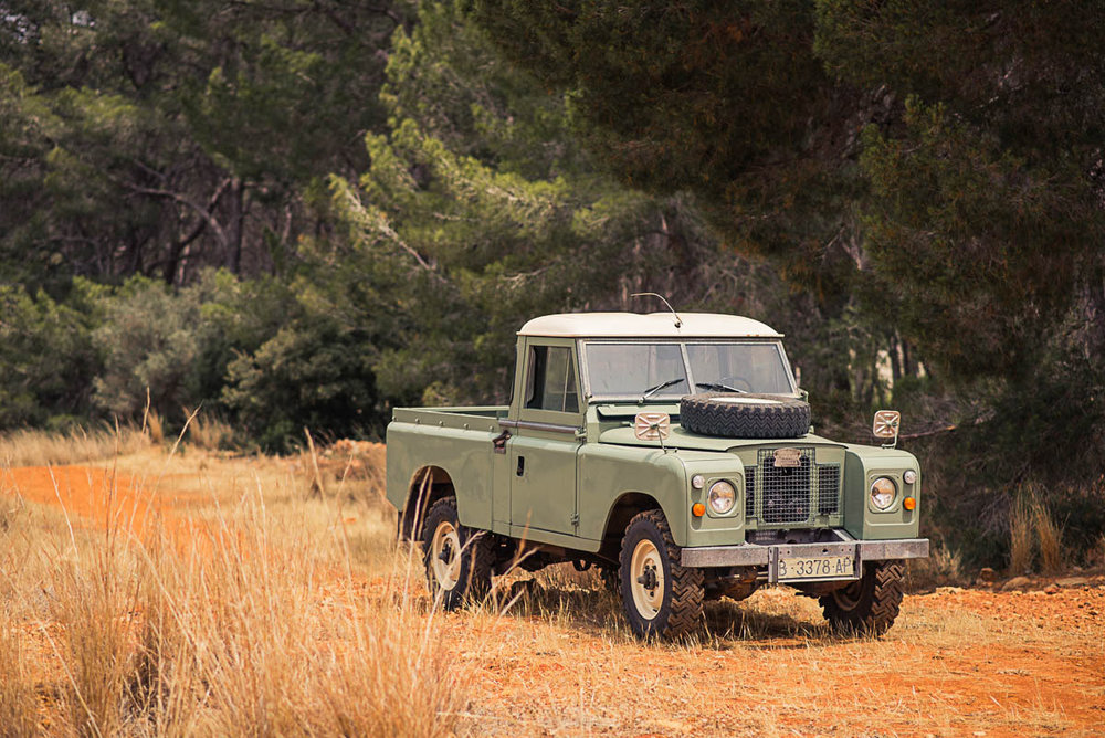 landrover_pickup_right_front_2.jpg