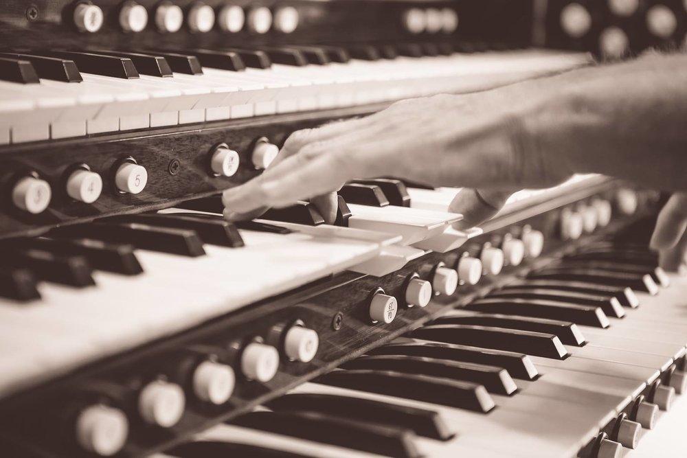 Organist 2.jpg