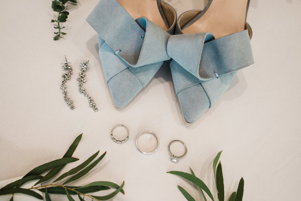 Colorado mountain wedding photographer at Brookeside Gardens details of wedding rings and shoes