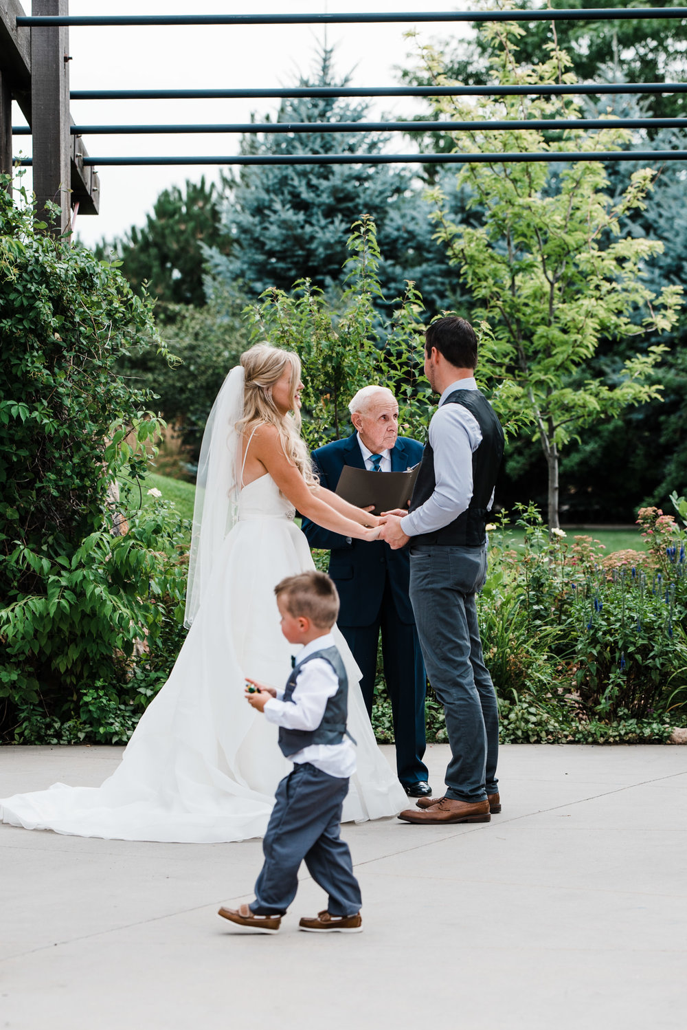 Colorado mountain wedding photographer at Brookeside Gardens wedding ceremony