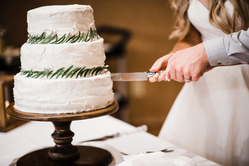 Colorado mountain wedding photographer at Brookeside Gardens wedding cake