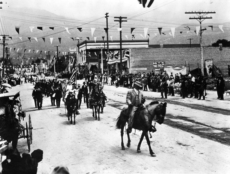 Parade-Monrovia-Parade-1910.jpg