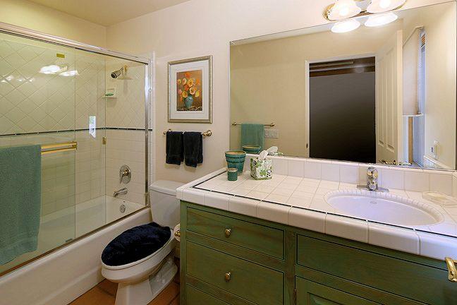2125_kinclair_bathroom3.jpg