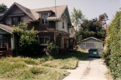 400_farmhouse_driveway_before.jpg