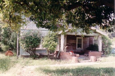 400_farmhouse_front_before.jpg