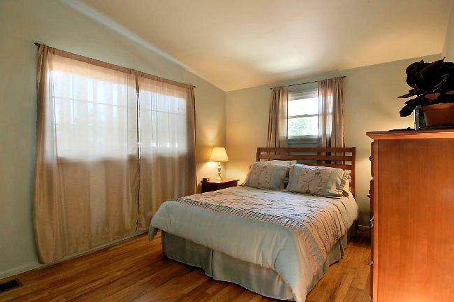 2955_marengo_bedroom.jpg