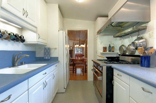 2955_marengo_kitchen.jpg