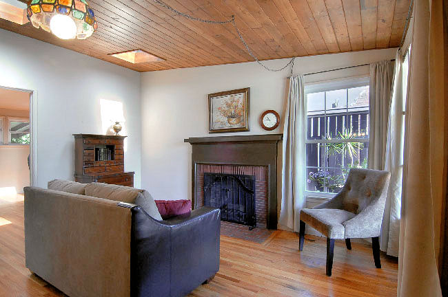 2955_marengo_fireplace.jpg