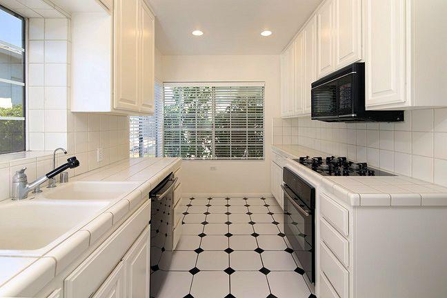 1595_valencia_kitchen.jpg