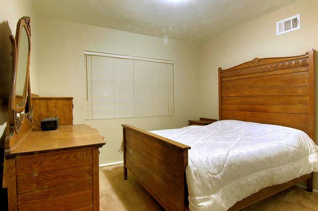 624_anita_bedroom.jpg