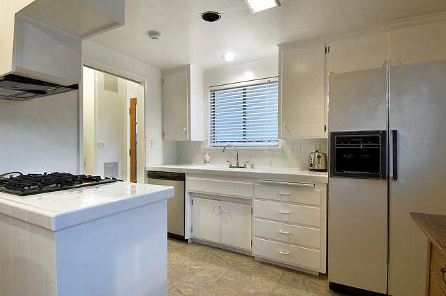 624_anita_kitchen.jpg