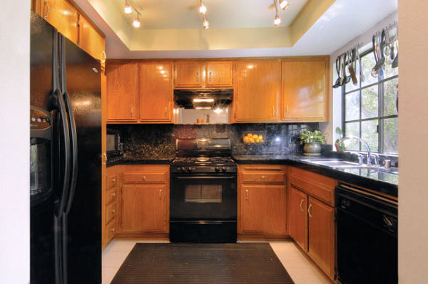 1814_8th_kitchen.jpg