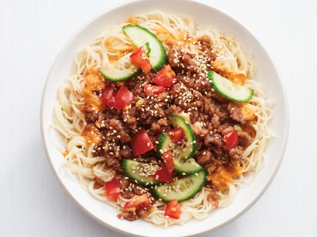 Chinese food? Healthy? Yep!  Instead of going for the MSG packed Chinese food that makes you feel like crap for the next 2-3 days and derail your training, why not make some yourself! This recipe is super simple and you wont be missing out on the cravings. Be careful and read the labels when finding a good red chili sauce. I suggest purchasing this idem at a whole foods or natural food store to be able to easily see if it contains any MSG product.