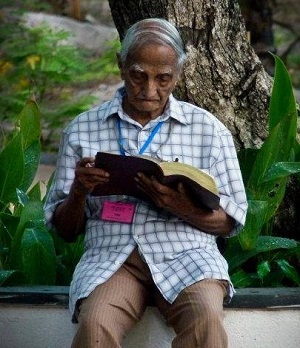 98-year old Pastor Tiddy Senapatiratne of Sri Lanka