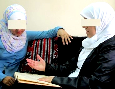 2 muslim women reading bible.jpg