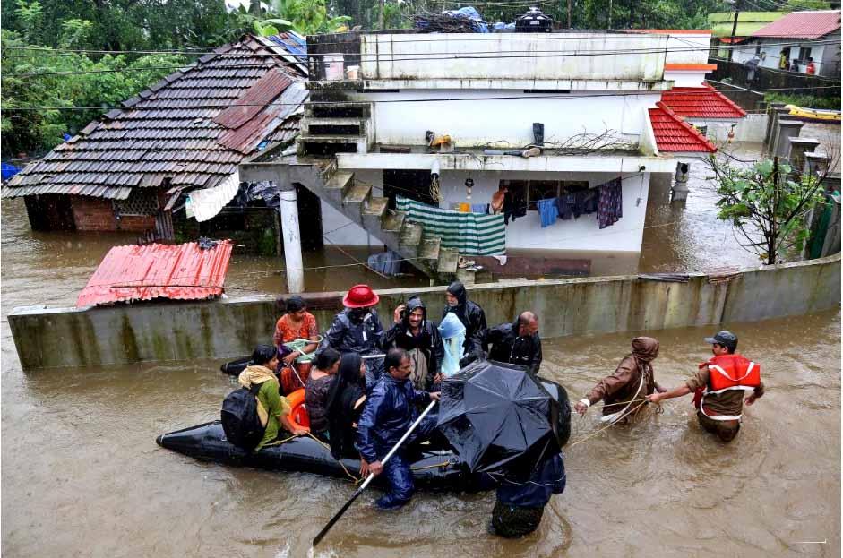 Rescue workers evacuate peoplefor site  lr.jpg