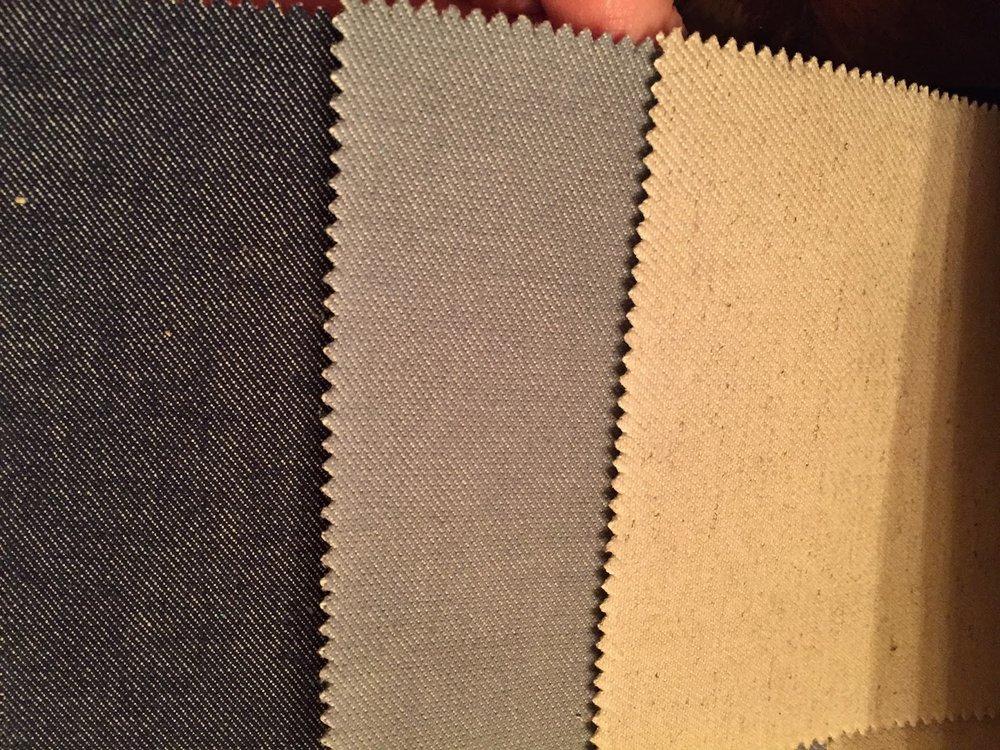 Os tons de cinza e pastel dos tecidos também somaram  Metal à composição