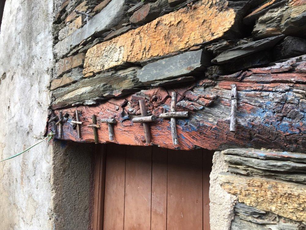 Cruzes protegem as casas das trovoadas
