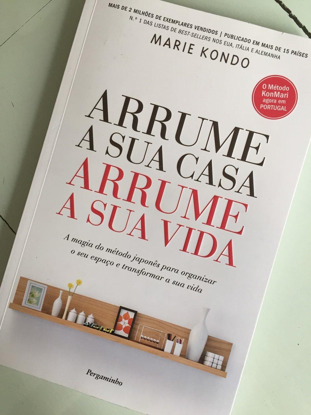 Se você anda às voltas com a arrumação da casa,e não consegue terminar essa tarefa,recomendo o Método KonMari desse livro.