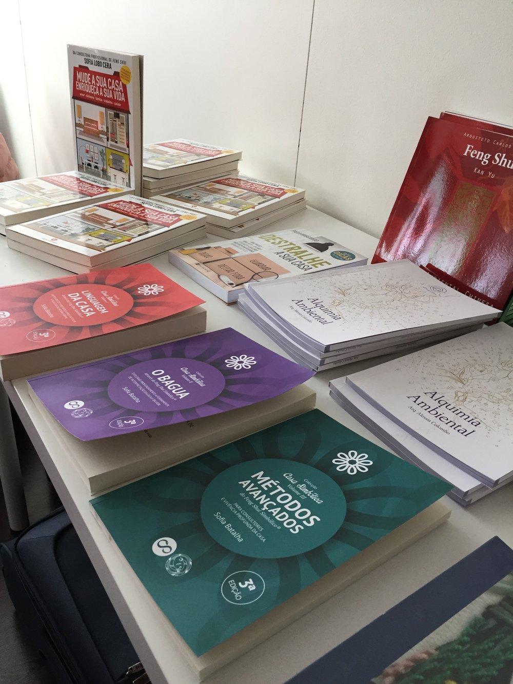 Praticamente uma feira literária, com muitos autores sobre o tema.