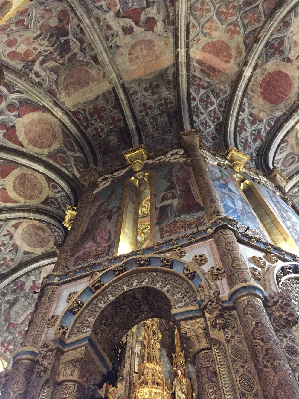Indescritível a beleza e o sentimento provocado por essa construção.Sagrado e profano se sobrepõe em camadas que compõe as pinturas e a própria arquitetura do lugar.