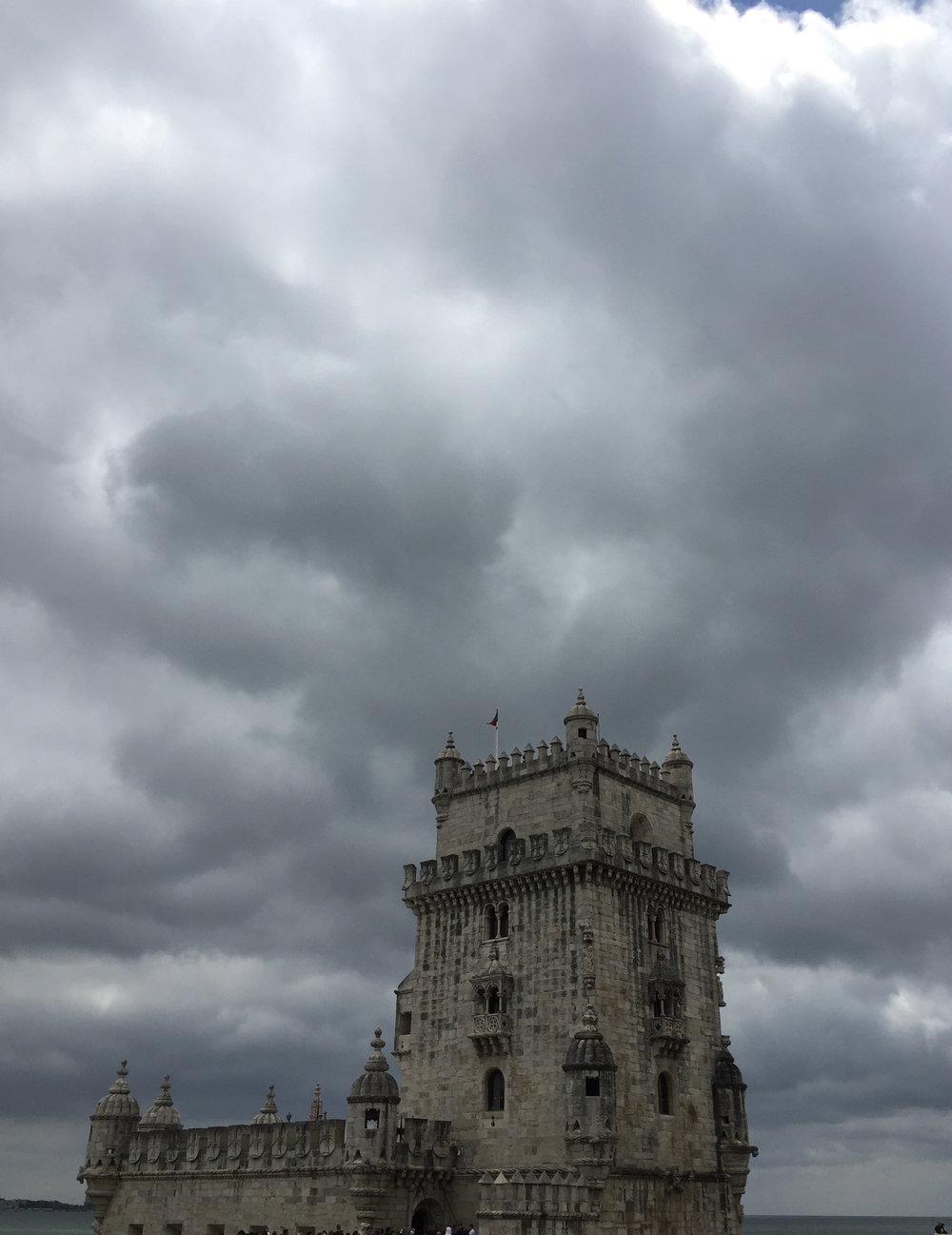 Escolhemos a região dos Descobrimentos, em Lisboa, para simbolizar essa área do Ba Guá. Da Torre de Belém,partiam as Caravelas para conquistar o mundo e realizar a missão a que se propuseram os portugueses.