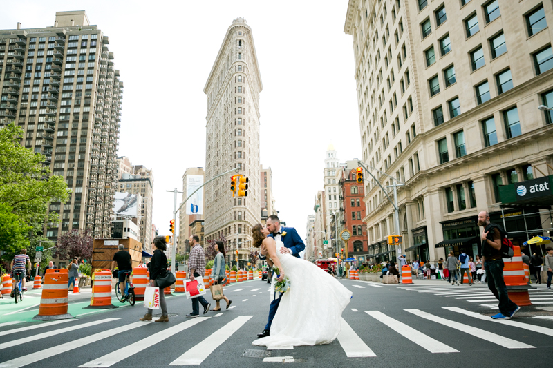A romantic kiss in front of the Flatiron Building