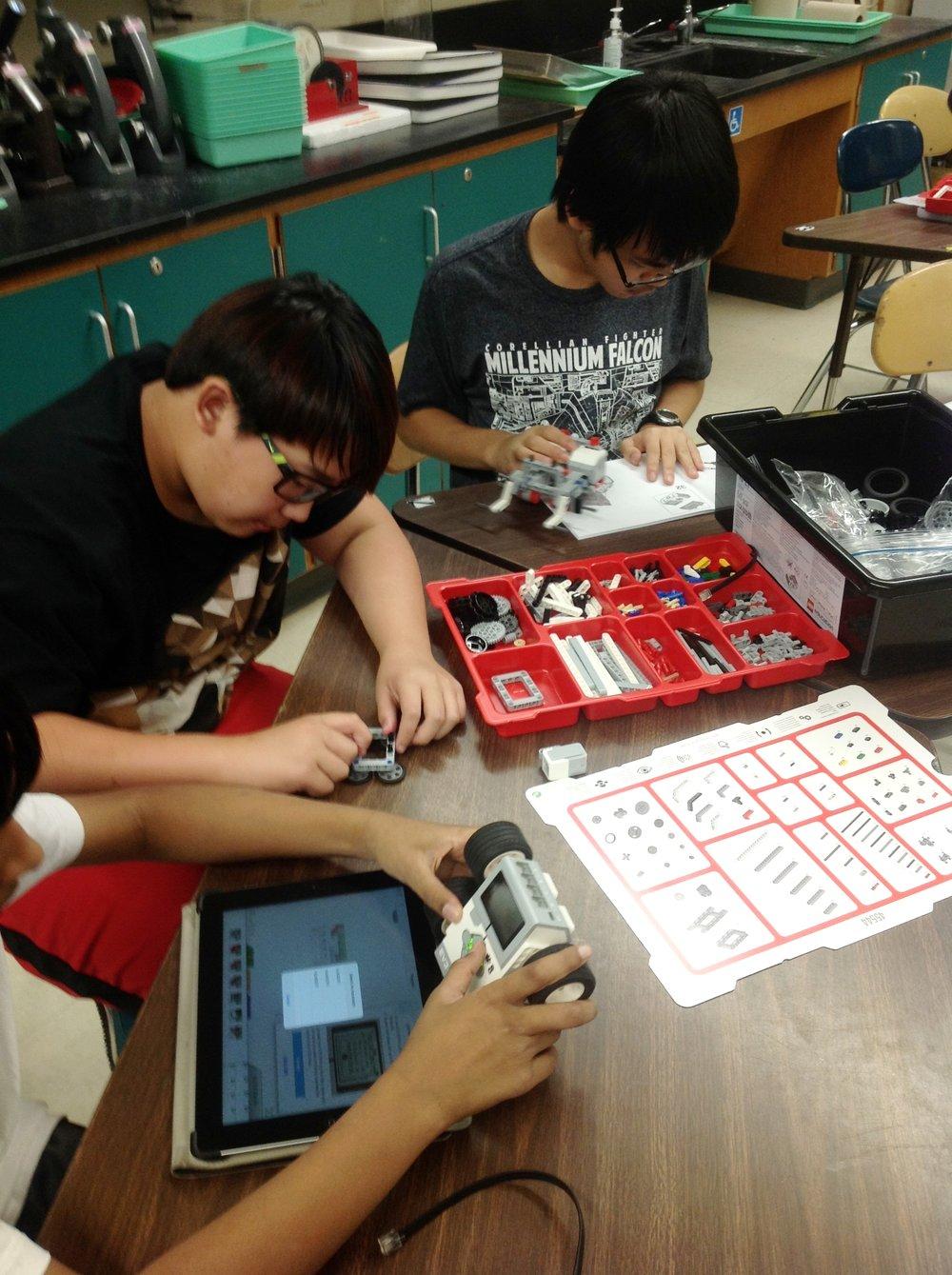 Elementary robotics program in action