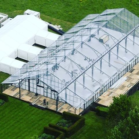 Can we talk about the custom glass marquee that has been constructed in the Middleton's backyard in preparation for Pippa's wedding? 😍😍😍