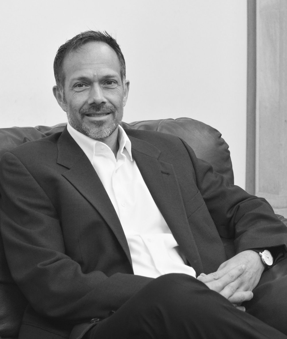 Erik Markeset   DIRECTOR GENERAL  Erik Markeset tiene más de 20 años de experiencia en el sector de Cadena de Suministro.  Ha trabajado con minoristas, distribuidores, proveedores de servicios logísticos y compañías de software. Además, asesora a inversionistas y analistas en México y Latinoamérica.   LinkedIn
