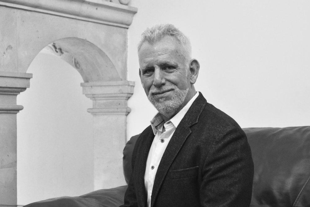 Tom Cartwright DIRECTOR DE OPERACIONES Tom cuenta con más de 20 años de experiencia y liderazgo en operaciones logísticas en Estados Unidos y México. Ha sido directivo a nivel internacional para compañías privadas,como docente y dirigiendo su propia empresa. LinkedIn