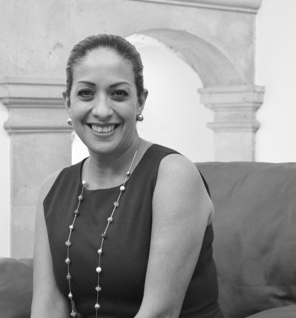 Eva Vargaslugo DIRECTORA ADMINISTRATIVA Con amplia experiencia en las áreas de administración y mercadotecnia Eva ha trabajado en importantes empresas trasnacionales en la Ciudad de México y Monterrey, fomentando relaciones públicas a nivel comercial, artístico, empresarial y social, lo que le ha permitido ser una de las piezas claves de la organización. LinkedIn