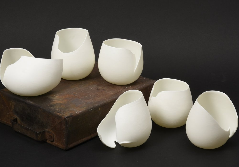 form follows material - porcelain mugs, 2016.