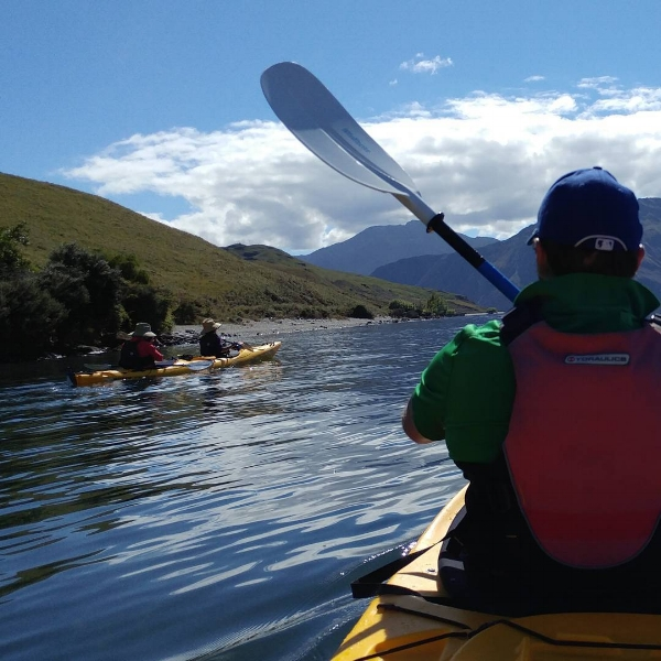 kayaking on lake wanaka new zealand