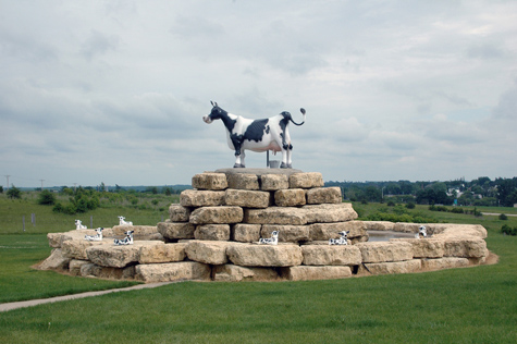 Roadside Attraction in Wisconsin (Image used under CC license by flickr user mpwillis)