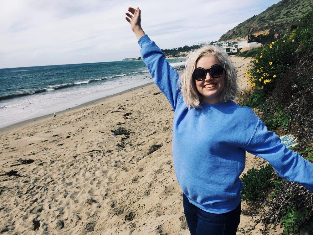 Masons sunglasses,  Brandy Melville sweatshirt American Eagle Jeans