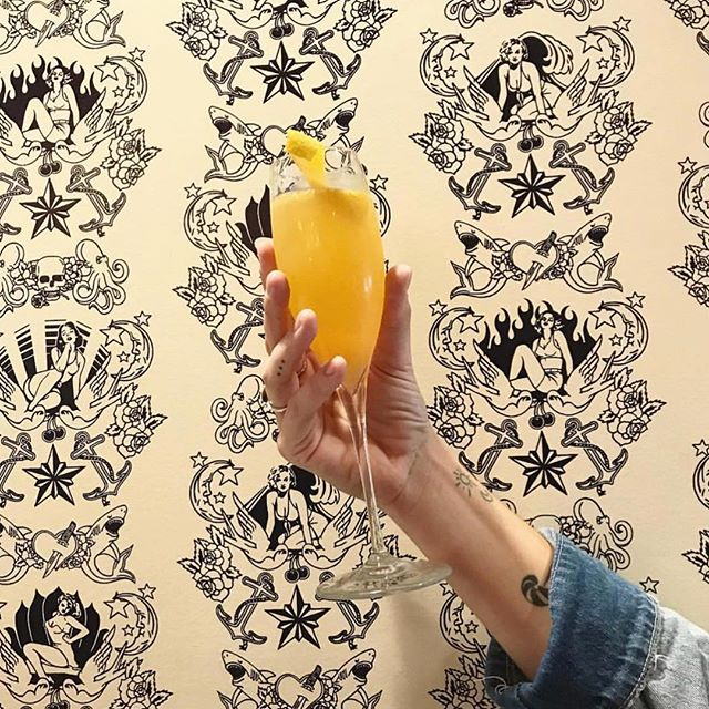 So close to the weekend, we're already prepping our brunch plans. Join us for some mimosas and this beauty of a background (talk about aesthetics) ✨⚓️🥂 . 📸 @burghgal . #orthewhalepgh #pittsburgh #downtownpgh #pgh #412 #downtownpittsburgh #pgheats #eatpgh #goodfoodpgh #eeeeeats #pittsburghfood #pghdrinks #pittsburghdrinks #weekend #brunch #pghbrunch #pittsburghbrunch #bubbles #mimosas #champagne #pittsburghcocktails #cocktails #pghcocktails #aesthetic #aesthetics