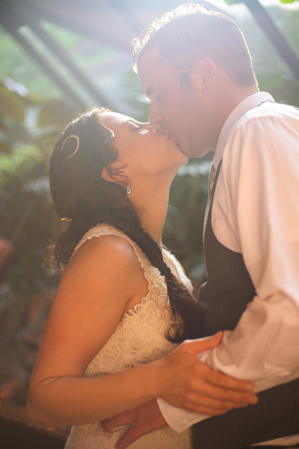 alexandra-rice-photography-shadowbrook-capitola-santa cruz-wedding-bride-groom-kissing-portrait-rock-room.jpg