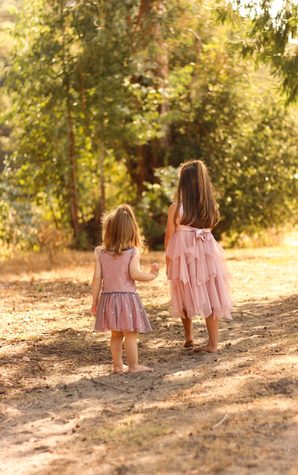 alexandra-rice-photography-quail-hollow-ranch-couple-kids-sisters-portrait-photoshoot-exploring.jpg