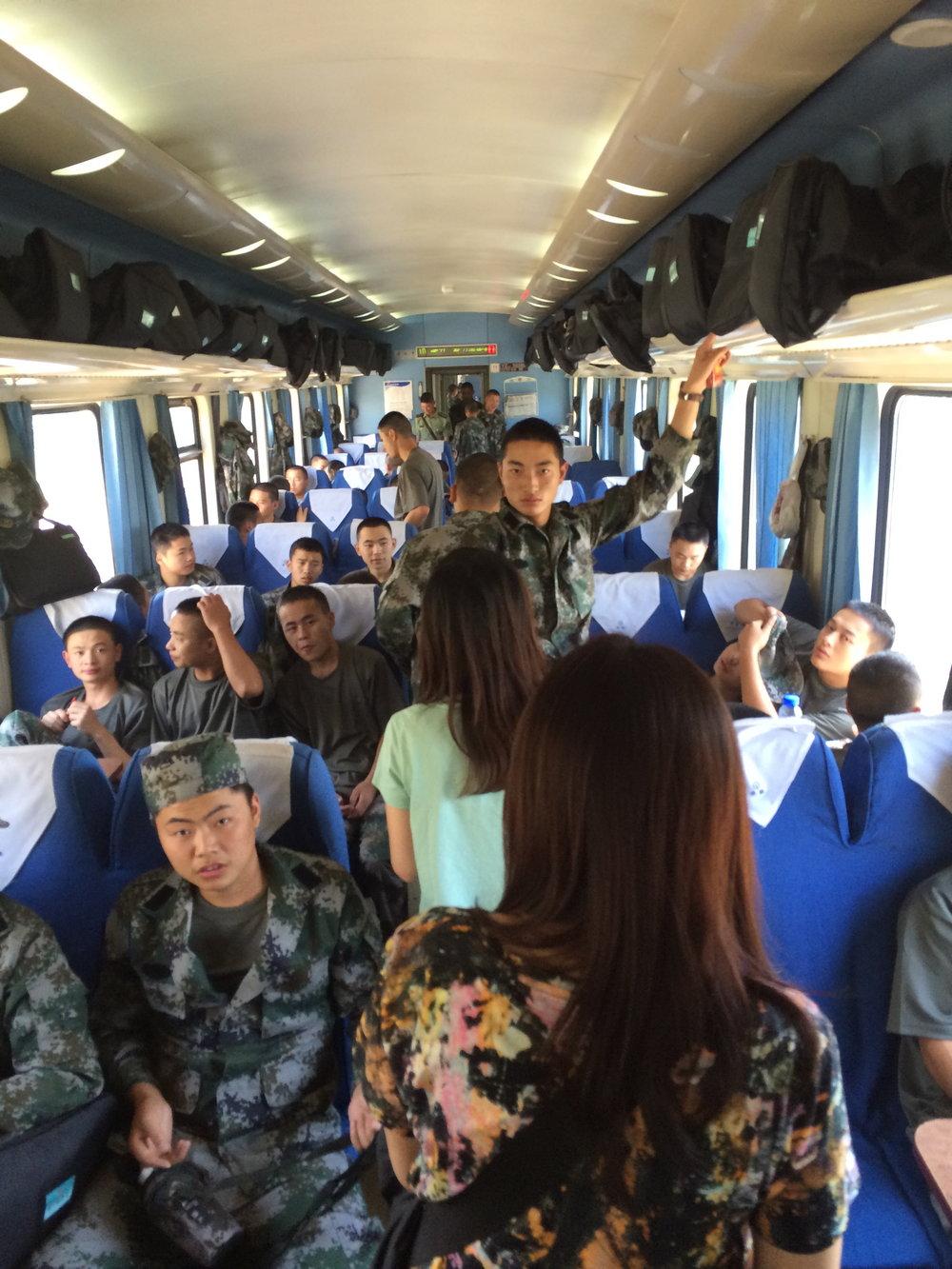 内陆大量派入驻兵,他们能坐的,是坐足三天两夜的位子。