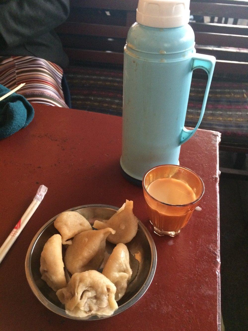 仓姑寺茶馆 I 饺子配个甜茶,藏人配个旅客,就是一个上午