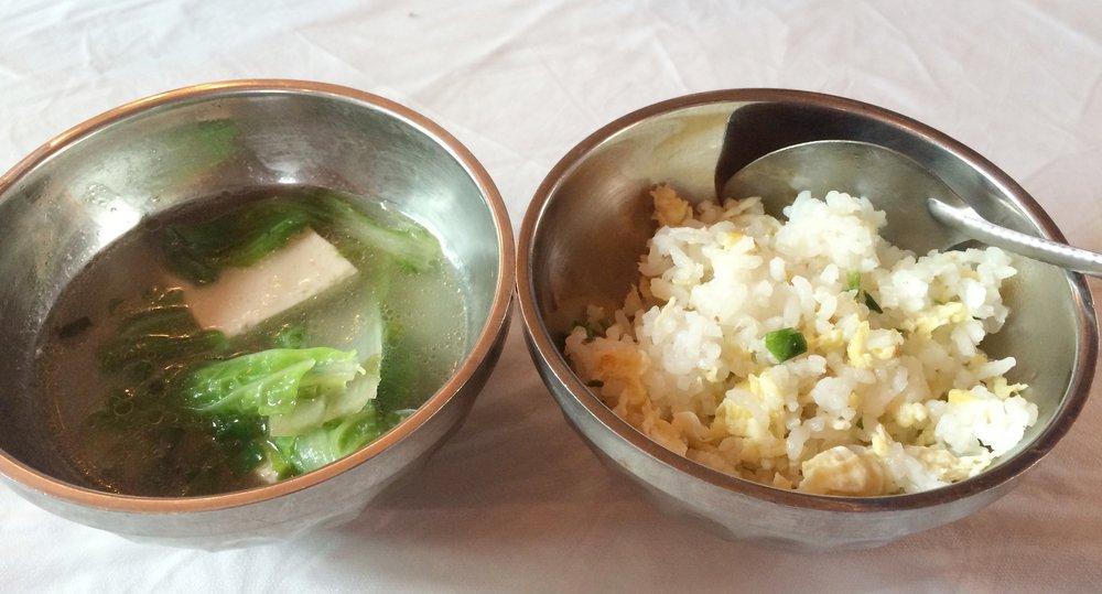 沿路 I 离开拉萨往高海拔出发,身体开始有感,胃口开始变差。午餐:半碗炒饭+半碗豆腐青菜汤。分不清是饱还是吃不下。