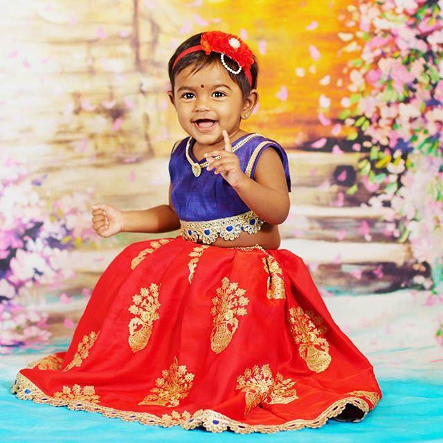 AVAllure Princess ⚘. . .  #minifashionista #custommade #avalina #lehengavonis #kidskirt