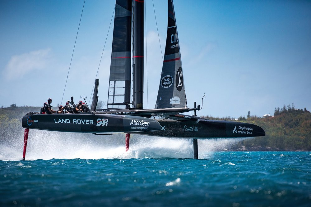 Land-Rover-BARs-ACC-race-boat-R1-takes-flight-in-Bermuda.jpg