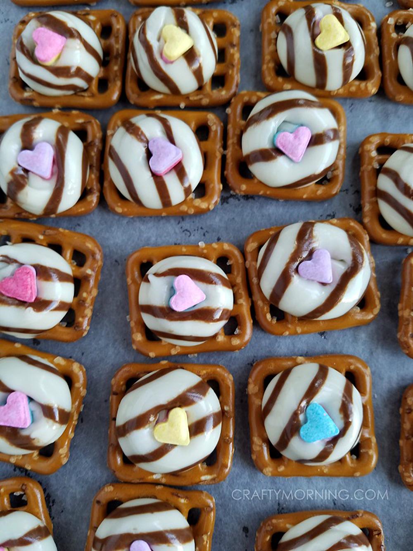pretzel-hug-valentine-treats.jpg
