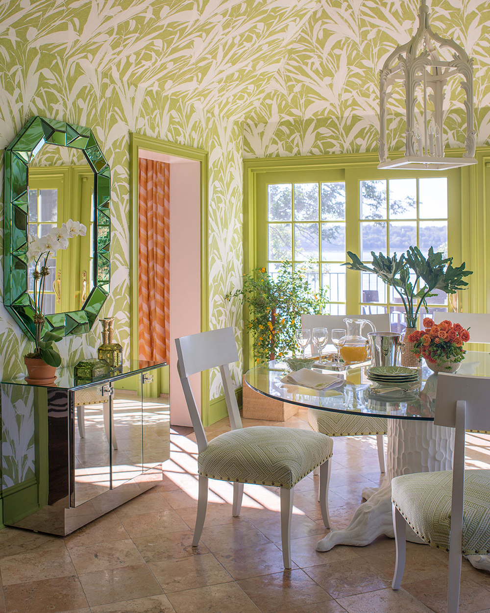 You can see more of her work here, her wallpapers here, her fabrics here and her shop here. I will keep dreaming about these rooms seeing as though ...