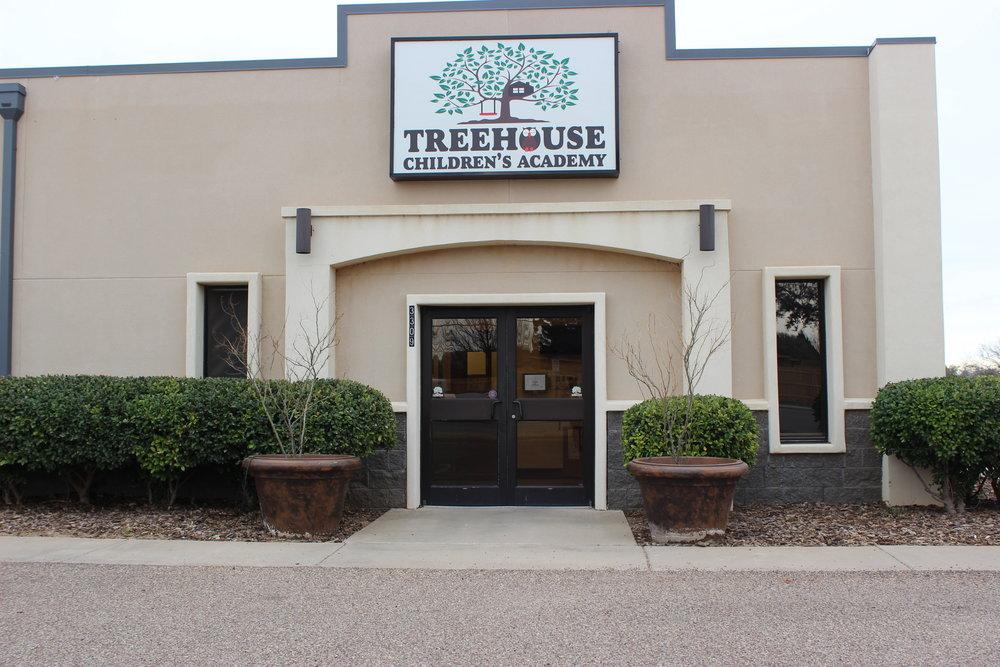 Tree House Logo White.png