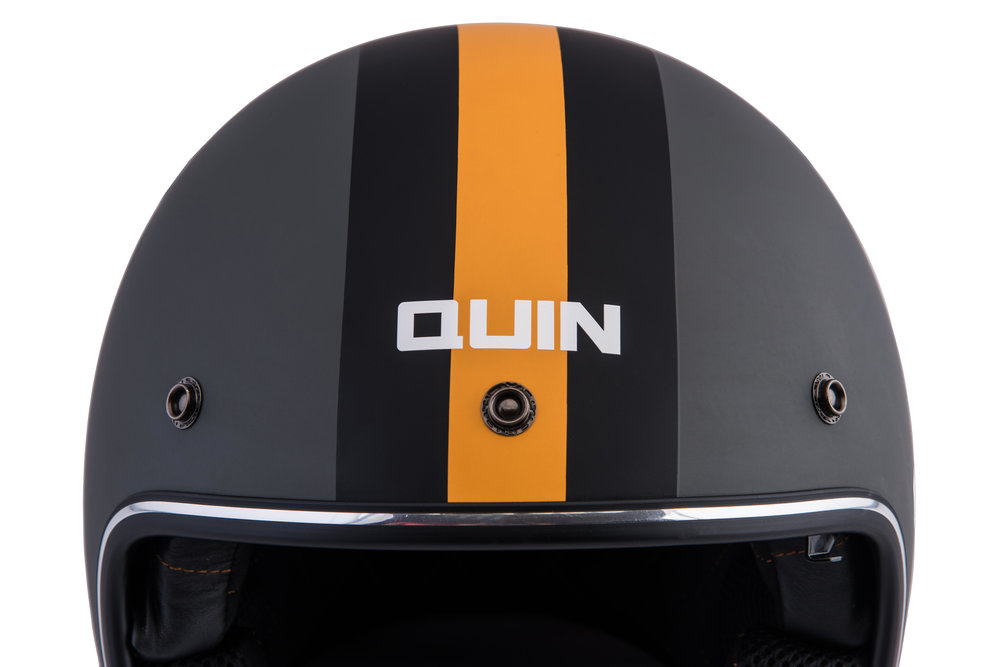 3 button universal visor system - The Quin McQ open face model is integrated with a universal 3 snap-button system so the rider can choose the visor style that suits their ride. For best microphone performence, choose a full face windshield.